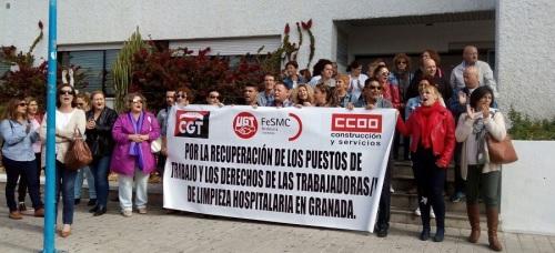 Concentración en el hospital de Motril para reivindicar la firma del 'Convenio de Limpieza de Hospitales'