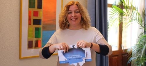 Motril se suma a la campaña nacional que rompe barreras por el autismo e ilumina el edificio del CDT en color azul