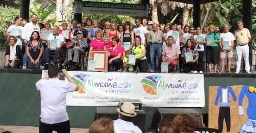 Almuñécar rinde homenaje póstumo a Asunción Corral Motos y a Afavida en la Encuentro de Asociaciones