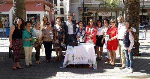 El PP de Motril apoya a la AECC en su cuestación anual con el lema 'Si luchas contra el cáncer nos tienes aquí_