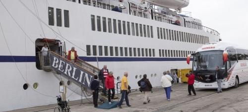 El Puerto de Motril ha sido incluido en la marcha ciclista que realizan los viajeros del crucero Berlín