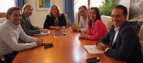 La alcaldesa y los tenientes de alcalde de Medio Ambiente y Playas se reúnen con el nuevo delegado provincial de Costas