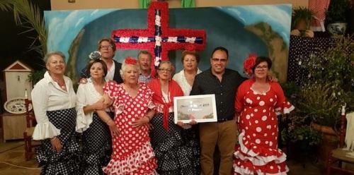 La Cruz del Barrio Alto gana el Certamen de Cruces de La Herradura