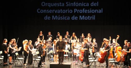 La Orquesta Sinfónica del Conservatorio Profesional de Música de Motril ofreció un bello concierto en Almuñécar