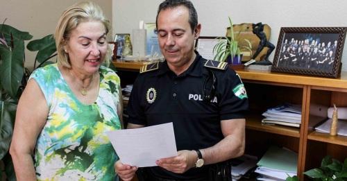 La teniente de alcalde, María Ángeles Escámez, junto al jefe de la Policía Local