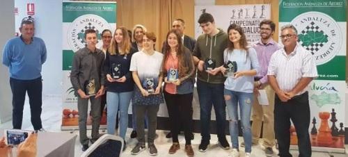 Los mejores ajedrecistas veteranos y juveniles de Andalucía se dieron cita en las instalaciones del hotel Helios