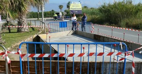 Se construye una nueva parada para el autobús urbano en Playa Granada