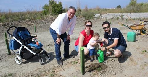 65 familias de la Costa Tropical y La Alpujarra participan en una nueva plantación del 'Bosque de la Vida_