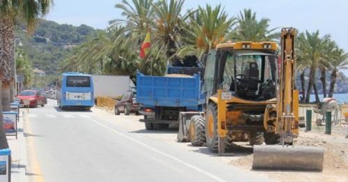 Esta semana se asfaltará el vial de la playa de La Herradura afectado por las obras de canalizaciones