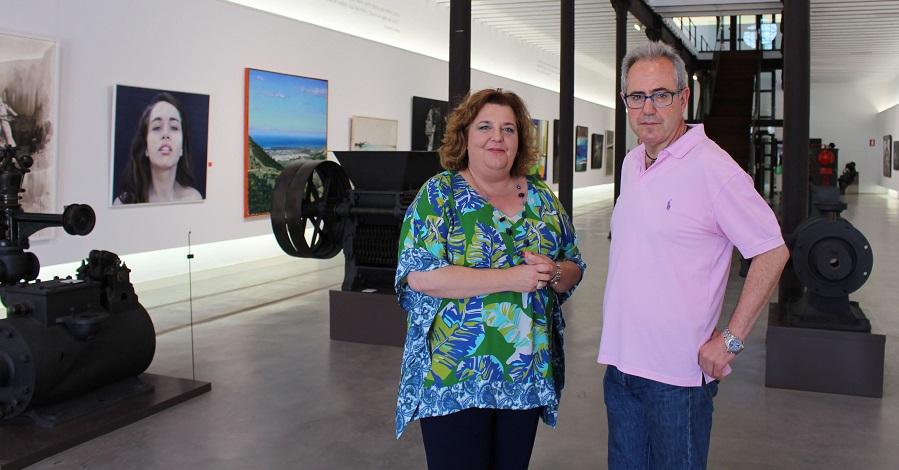 Francisco Ruiz (drcha) y la diputada de Cultura, Fátima Gómez (izrda) en la presentación de la IX edición de los Patios Flamencos