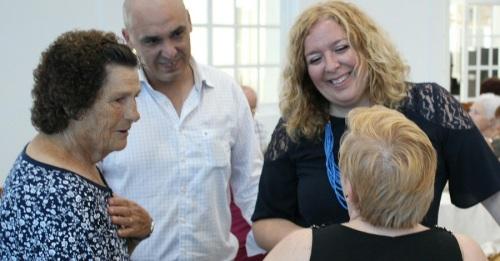 La alcaldesa acompaña a los mayores de los diferentes talleres de los Centros de Participación Activa