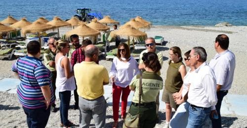 La Junta pone en marcha el servicio de transporte a la playa de Cantarriján