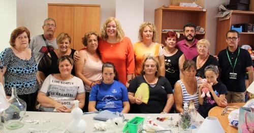 Las mujeres de los 'Talleres de Reciclaje_ de Varadero muestran sus trabajos