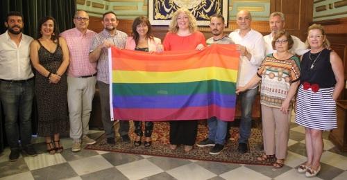 Motril muestra su apoyo al colectivo de Lesbianas, Gays, Transexuales, Bisexuales e Intersexuales (LGTBI) con la lectura de un manifiesto