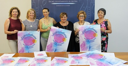 Susana Feixas (cntro) junto a miembros de las asociaciones participantes en el congreso Liderándonos