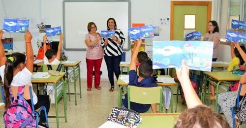 Un centenar de escolares se convierten en 'anfitriones_ turísticos de los recursos pesqueros de Motril