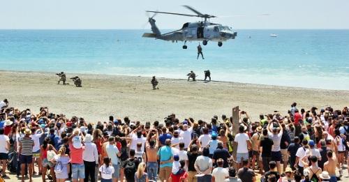 Unas 70.000 personas se dan cita en las playas de Motril para disfrutar del 'XII Festival Internacional Aéreo_