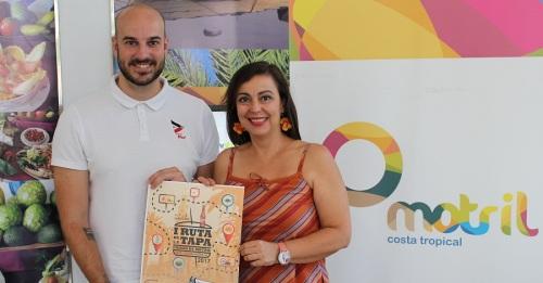 Alicia Crespo (drcha) y Andrés Montes (irzda) en la presentación de la I Ruta de la tapa de Motril