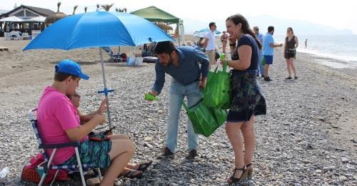 El Ayto. repartirá 3.000 recipientes para pequeños residuos entre los bañistas