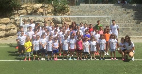 Jóvenes de Órgiva se divierten este verano en el campus deportivo