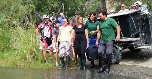 Medio Ambiente libera en el río Guadalfeo 400 alevines de trucha común para consolidar la especie en este hábitat