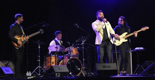 Miles Sanko despidió el XXX Jazz en la Costa con una sesión de soul bailable