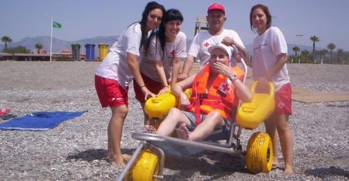 Motril contará durante la temporada estival con servicio de baño adaptado para personas con movilidad reducida