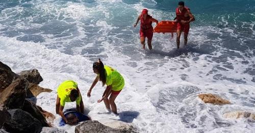 Simulacro de rescate de un pescador junto al espigón de Fuentepiedra_
