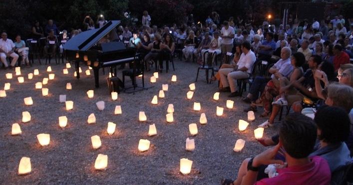 'Un piano y 200 velas' envolvió de encanto y embrujo el Parque del Acueducto