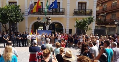 Almuñécar se solidariza con las víctimas del atentado y el pueblo de Barcelona