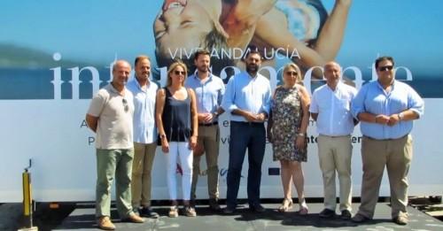 El consejero de Turismo y Deporte visitó la campaña de fidelización del 'Turismo de Playa' celebrada en Almuñécar (2)