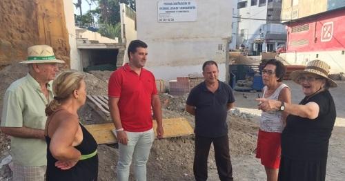 Los vecinos se quejan de un vertedero en la calle Real de La Herradura