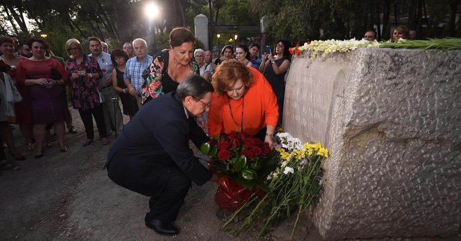 Los versos de Miguel Hernández en la voz de Carmen Linares honran la memoria de Lorca y las víctimas de la Guerra Civil