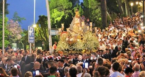 Motril se vuelca con su Patrona, la Virgen de la Cabeza, en su día grande