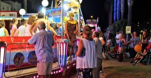 Motril_Los niños toman las atracciones en las fiestas de Santa Adela