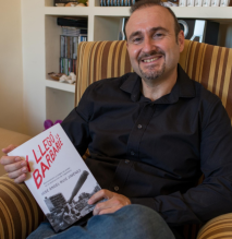 José Ángel Ruiz Jiménez presenta su libro 'Y llegó la barbarie' en Ale Hop.png
