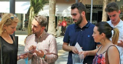 Juventudes Socialistas inician una campaña de recogida de material escolar para las familias con menos recursos (2)