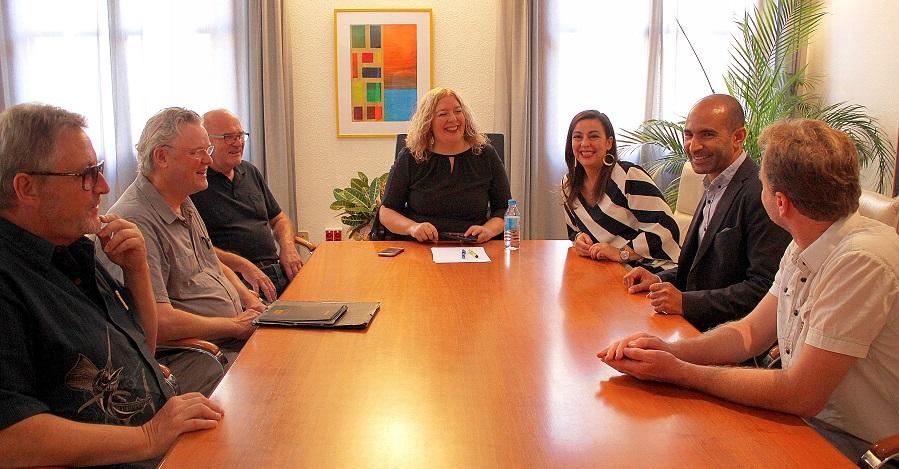 La alcaldesa recibe a un grupo danés de profesores universitarios, chefs y empresarios del sector pesquero