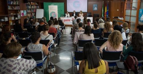 La Junta ofrece formación para reforzar la atención a víctimas de maltrato con problemas de adicción