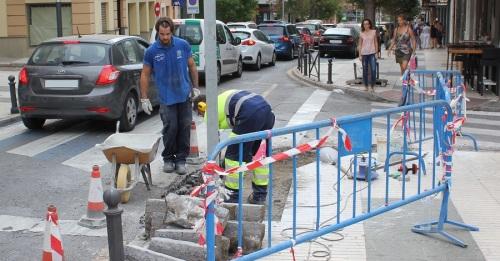 Obras de eliminación de barreras arquitectónicas en la calle Nueva de Motril