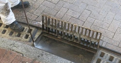 Aguas y Servicios de la Costa Tropical realiza 24.849 limpiezas de imbornales antes de otoño