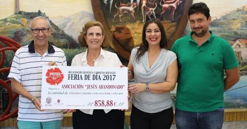 Ayto. y Bodegas Ron Montero entregan la recaudación solidaria de las camisetas de la Feria de Día a Jesús Abandonado