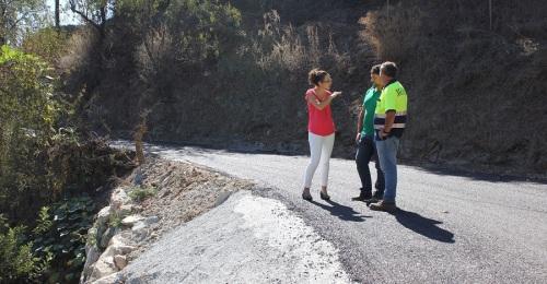Culminan los trabajos de asfaltado del camino rural de Minasierra Alta