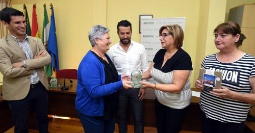 Diputación y Ecovidrio cierran la campaña de reciclaje de vidrio en la Costa con un incremento del 42%