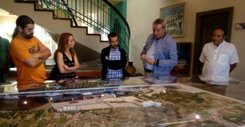 Diputados de Podemos visitan el puerto y comprueban la situación del Cheshire