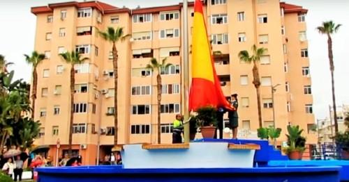 Izado de la bandera nacional en Almuñécar (2)