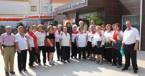Las residencias Costa Nevada, Nueva Vida y San Luis celebran el Día del Mayor con el Coro de los Talleres Municipales