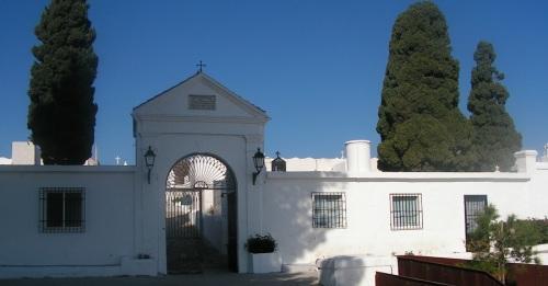 Los cementerios de Salobreña se preparan para el día de Todos los Santos