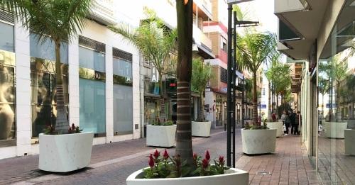 Ciudadanos solicita la reubicación de las grandes jardineras del Centro Comercial Abierto de Motril