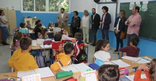 El delegado de Educación visita los colegios de Torrecuevas y La Noria